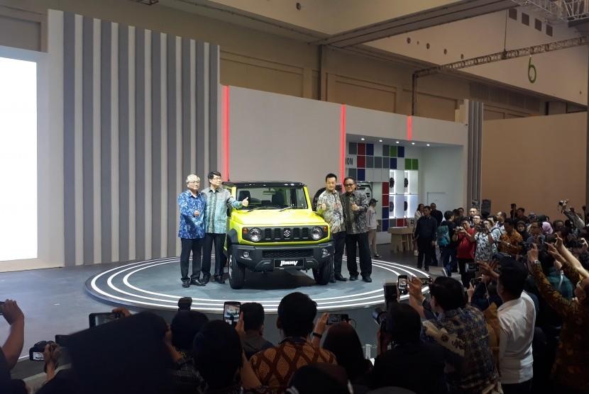 Tampak Suzuki Jimny ketika resmi dipasarkan di Indonesia pada ajang GIIAS 2019