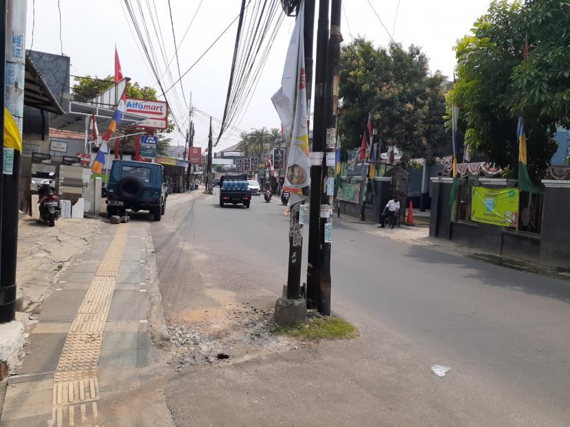 Tampak tiang listrik yang berada di jalan WR Supratman Ciputat Timur, Tangsel