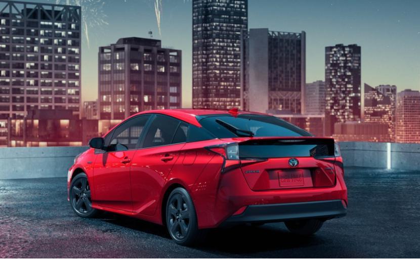 Toyota Prius edisi 2020 yang tampil serba merah. Permintaan mobil listrik dan hibrid Toyota semakin meningkat.