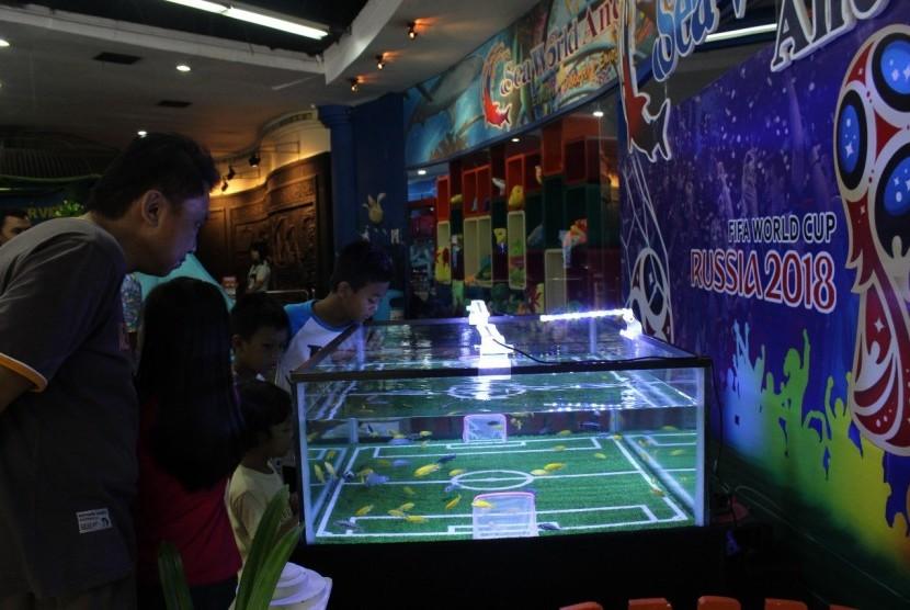 Tampilan Aquarium World Cup di Sea World Ancol, Rabu (13/6)