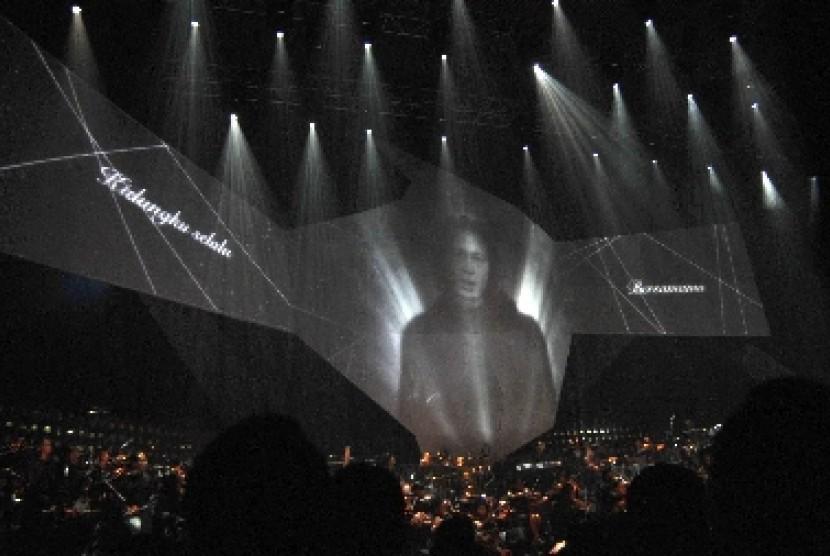 Tampilan visual Chrisye menyanyikan lagu baru bertajuk