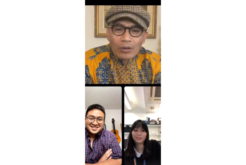 Tangkapan layar Duta Besar RI untuk Inggris Desra Percaya berbincang dengan dua ilmuwan Indonesia yang terlibat dalam pengembangan vaksin AstraZeneca.