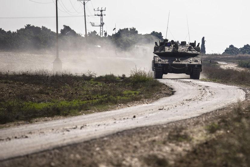 Tank Israel mendekati wilayah perbatasan Gaza, Rabu (14/11).