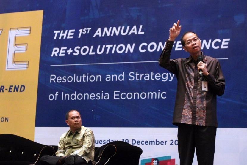 Direktur Utama bank bjb Ahmad Irfan saat menjadi pembicara pada Bandung Year-End Conference, Festival of Resolution, di Bandung 19 Desember 2017.