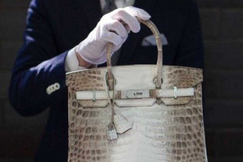 Tas Birkin keluaran Hermes memiliki 242 berlian dengan total 9,84 karat.