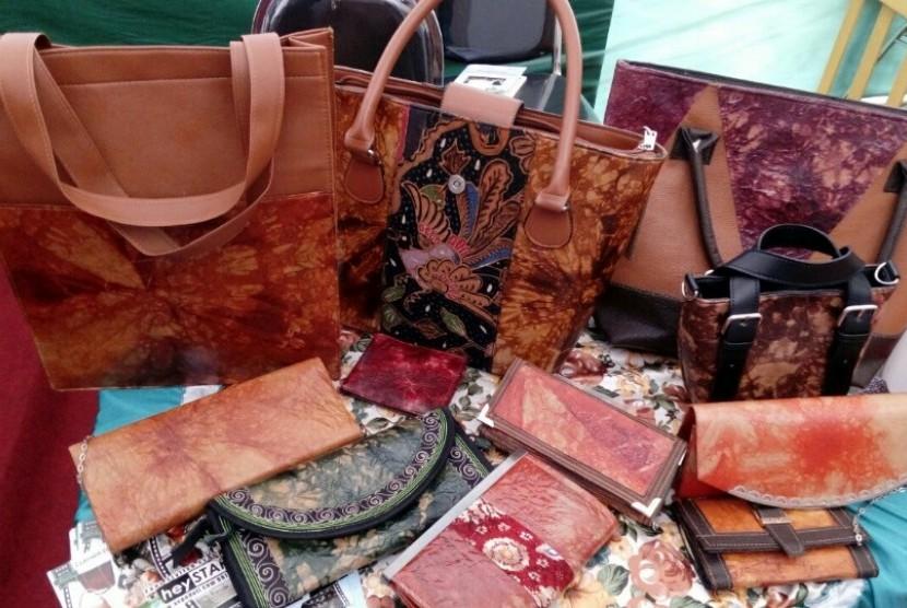 Tas dan dompet berbahan baku kantong bekas sak semen. 5f16e8c3fa