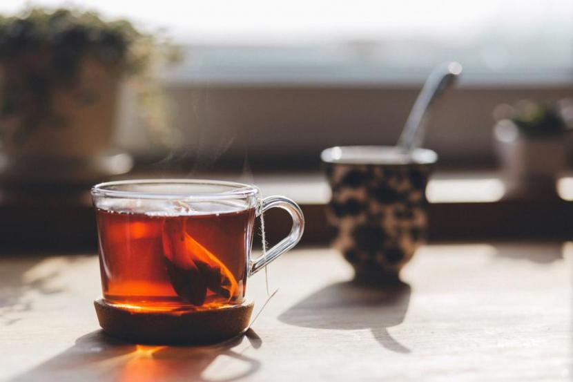 Rutin konsumsi teh bisa pangkas risiko terkena demensia hingga 50 persen.