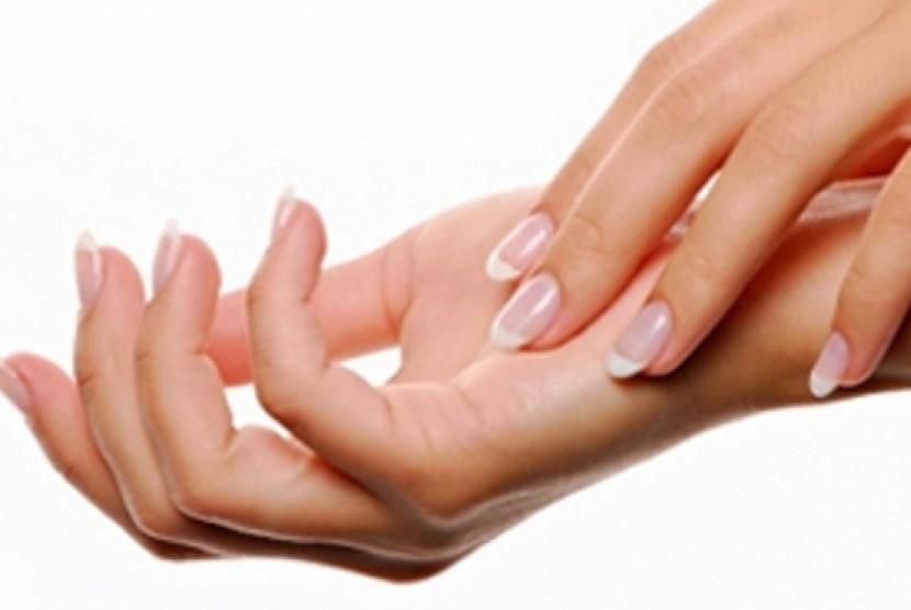 Telapak tangan. Orang yang telapak tangannya berkeringat terus-menerus kemungkinan mengalami hiperhidrosis.