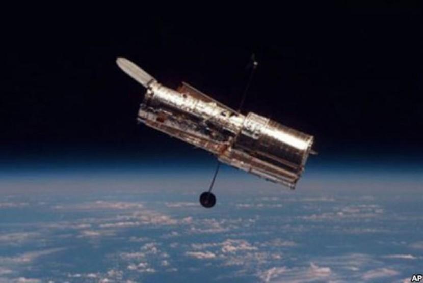 Teleskop Antariksa Hubble.