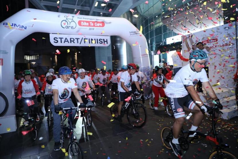 Telkom menyelenggarakan program Bike to Care menyambut Hari Pelanggan Nasional 2019.