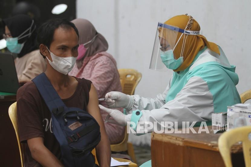 Vaksinasi Covid-19 di Surabaya Tembus 675.240 Orang (ilustrasi).