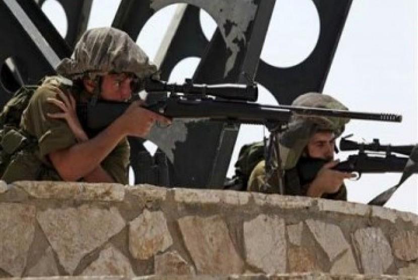 Tentara Israel siaga di perbatasan Israel-Lebanon.