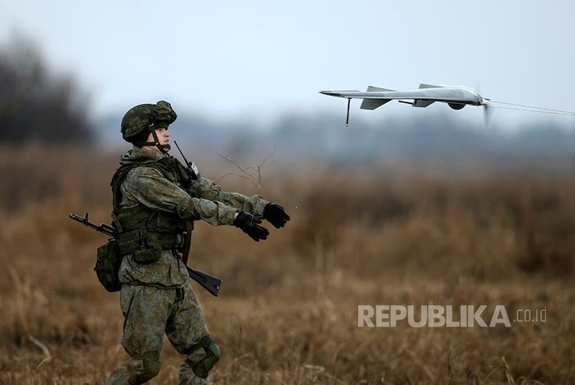 Tentara Rusia menerbangkan pesawat tanpa awak dalam latihan perang bersama Serbia