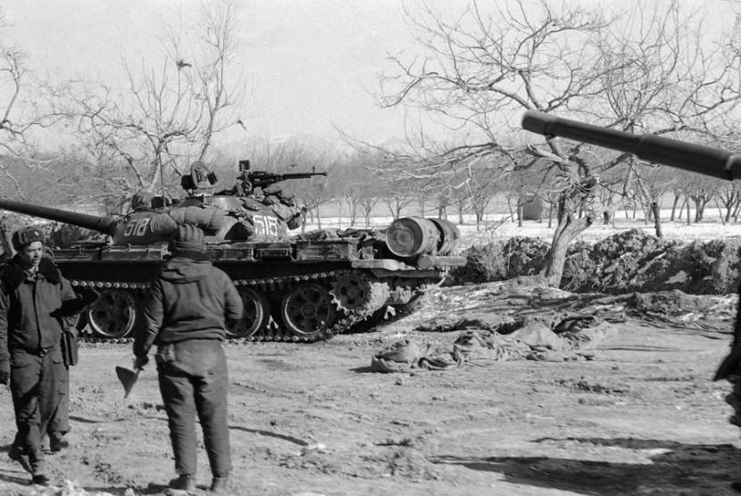 Tentara Uni Soviet di Kabul pada 7 Januari 1980.