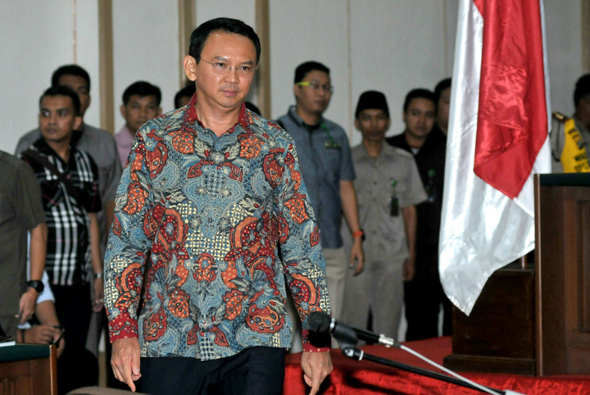 Terdakwa Dugaan Kasus Penistaan Agama yang juga Gubernur nonaktif DKI Jakarta Basuki Tjahaja Purnama menghadiri sidang lanjutan ke-9 di auditorium Kementerian Pertanian, Jakarta, Selasa (7/2).