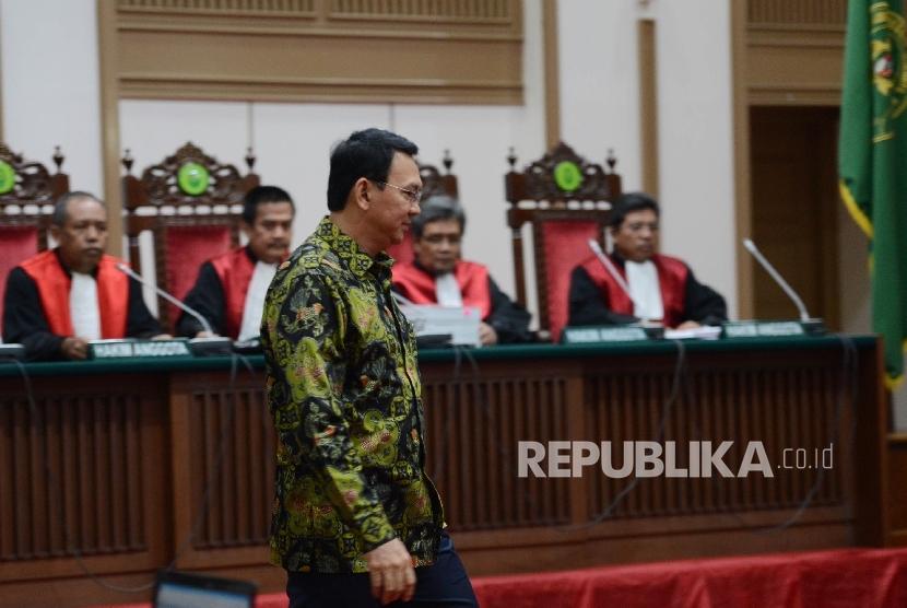 Defendant of religious blasphemy case, Basuki Tjahaja Purnama (Ahok) attended the trial on Auditorium of Ministry of Agriculture, Jakarta, Thursday (April 20).