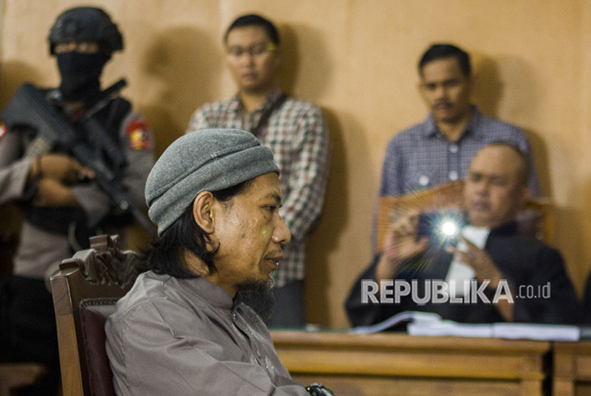 Defendant in Thamrin bombings, Aman Abdurrahman alias Oman Rochman attend the hearing at South Jakarta District Court on Friday (May 18) to hear the charge.