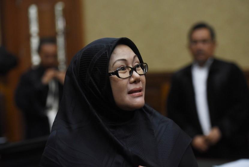 Terdakwa kasus korupsi pengadaan alat kesehatan RS Rujukan Pemerintah Provinsi Banten Ratu Atut Chosiyah menjalani sidang lanjutan di Pengadilan Tipikor, Jakarta, Rabu (5/4).