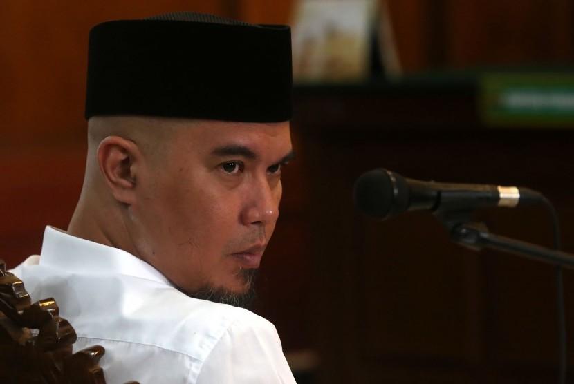 Terdakwa kasus pencemaran nama baik Ahmad Dhani menjalani sidang lanjutan di Pengadilan Negeri (PN) Surabaya, Jawa Timur, Selasa (12/2/2019).