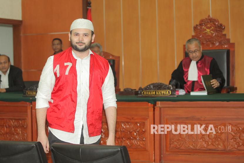 Terdakwa kasus penyalahgunaan narkoba, Ridho Rhoma, bersiap menjalani sidang lanjutan di Pengadilan Negeri Jakarta Barat, Jakarta, Selasa (25/7).