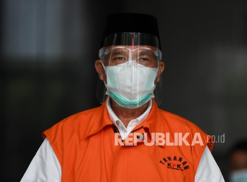 Terdakwa kasus suap pengadaan barang dan jasa di Pemkab Banggai Laut Wenny Bukamo.