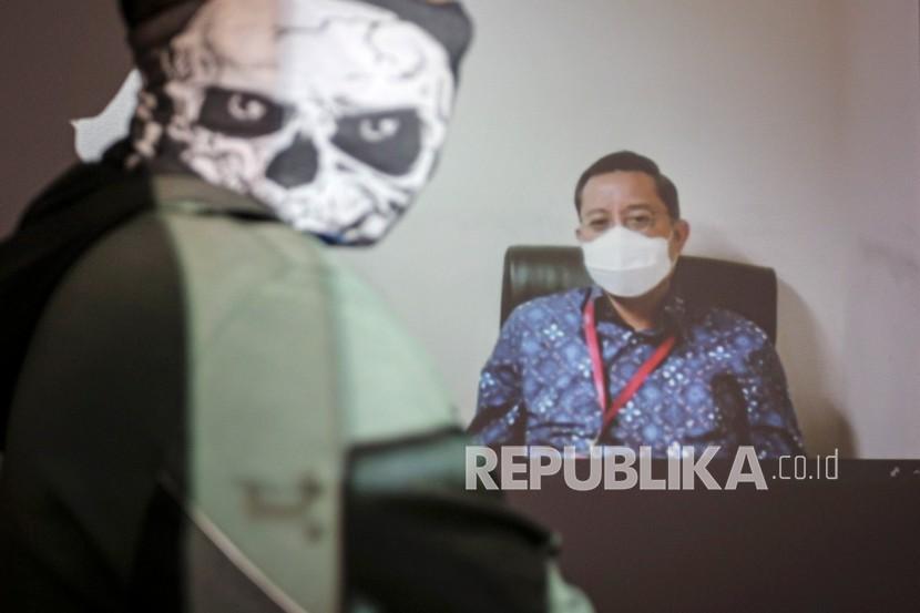 Terdakwa mantan Menteri Sosial Juliari Batubara menjalani sidang pembacaan tuntutan kasus korupsi Bantuan Sosial (Bansos) COVID-19 secara virtual di gedung KPK, Jakarta, Rabu (28/7/2021). Juliari Batubara dituntut 11 tahun penjara ditambah denda Rp500 juta subsider 6 bulan kurungan karena dinilai terbukti menerima suap Rp32,482 miliar dari 109 perusahaan penyedia bansos sembako COVID-19 di wilayah Jabodetabek.
