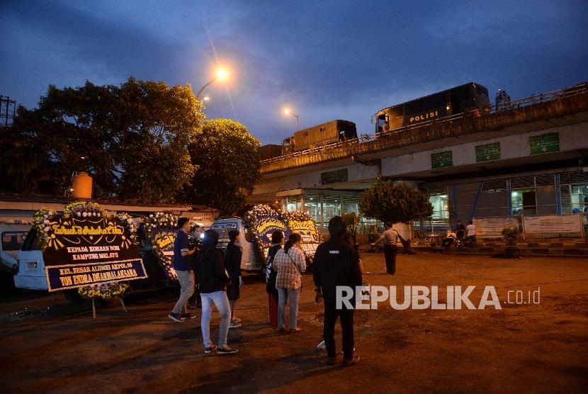 Terminal Kampung Melayu masih ditutup pascaledakan bom, Jakarta, Kamis (25/5).