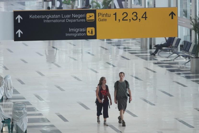 Terminal Keberangkatan Luar Negeri Bandara Internasional Kualanamu di Deli Serdang, Sumut.