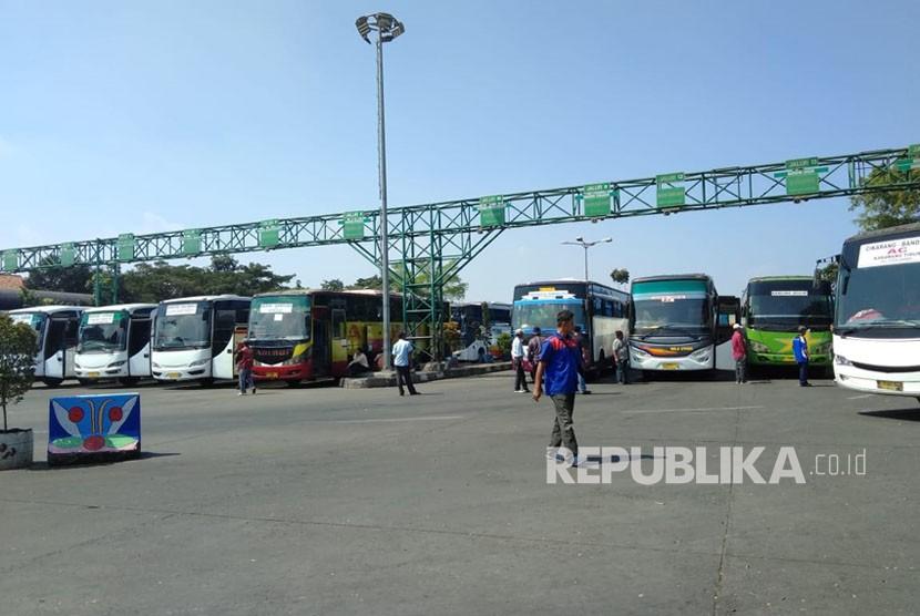 Terminal Leuwi Panjang, Jalan Soekarno Hatta, Kota Bandung, Ahad (10/ 6).