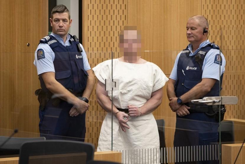 Teror Masjid Christchurch. Brenton Tarrant (wajahnya disamarkan) tampil di sidang atas pembunuhan massal di dua masjid di Christchurch, Ahad (16/3). Dia menyiarkan kebrutalannya secara live di Facebook.