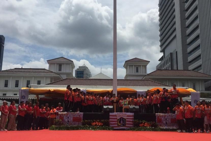 The Jakmania merayakan kesuksesan Persija Jakarta menjuarai Liga 1 2018 di Balai Kota.