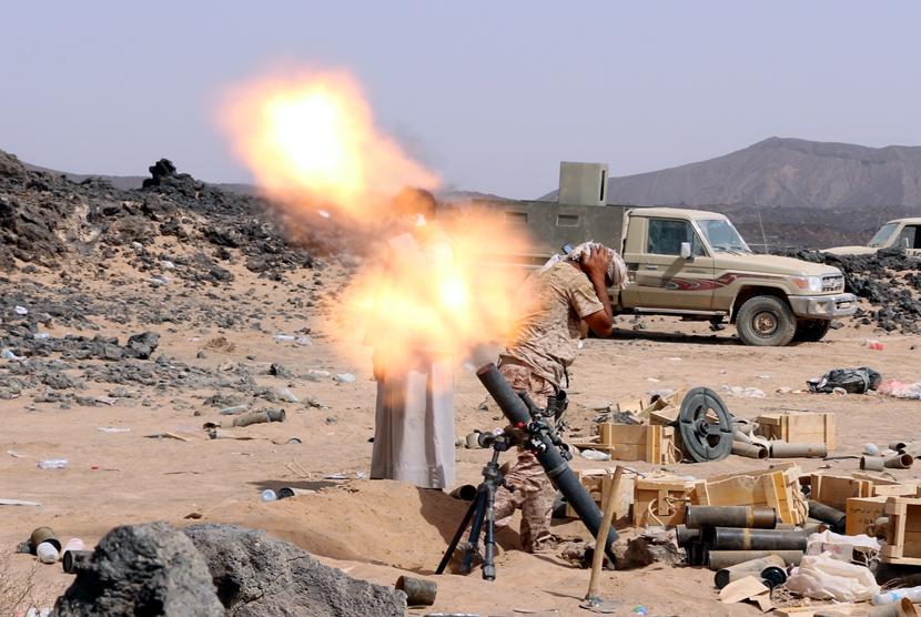 Koalisi pimpinan Arab Saudi melancarkan serangan ke militan Houthi.