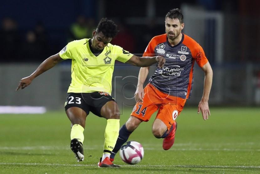 Thiago Mendes (kiri)