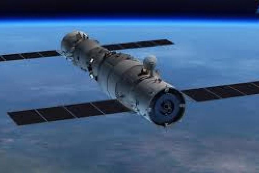 Tiangong 2 mengalami deorbit dan jatuh kembali ke Bumi.