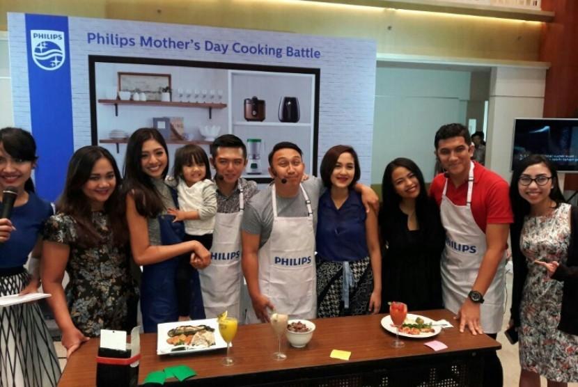 Tiga ayah terkenal, Nicky Tirta, Ardan Naff, dan Augie Fantinus ditantang memasak untuk dipersembahkan di hari ibu nanti.