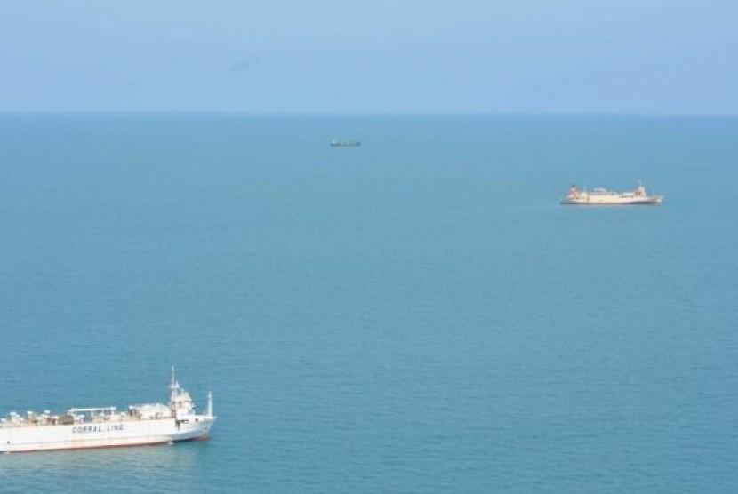 Tiga kapal ternak berlabuh di perairan Darwin pekan ini.