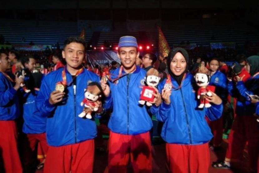 Tiga mahasiswa Universitas Muhammadiyah Yogyakarta (UMY)  yang memenangkan medali emas untuk kategori Ganda Tangan Kosong Putera dan  medali emas untuk kategori Tunggal Tangan Kosong Puteri pada ajang 1st  Tapak Suci World Championship.