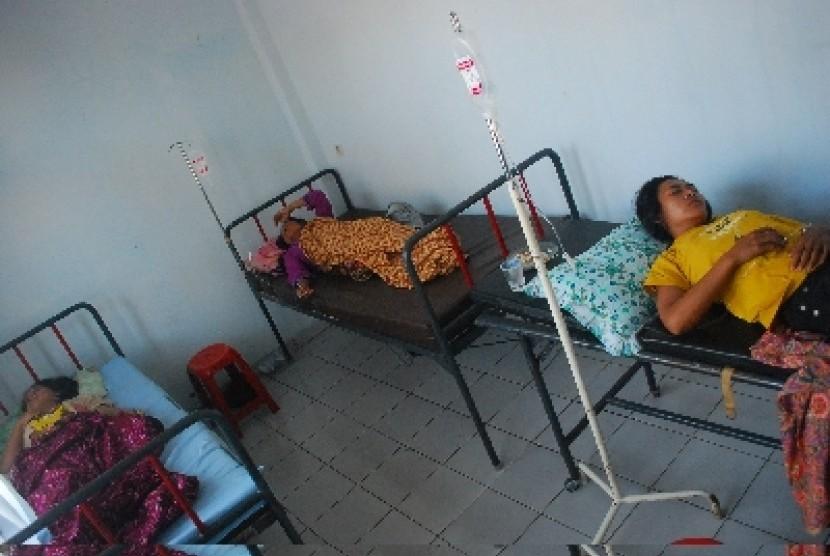 Korban keracunan makanan dirawat di sebuah rumah sakit. ilustrasi