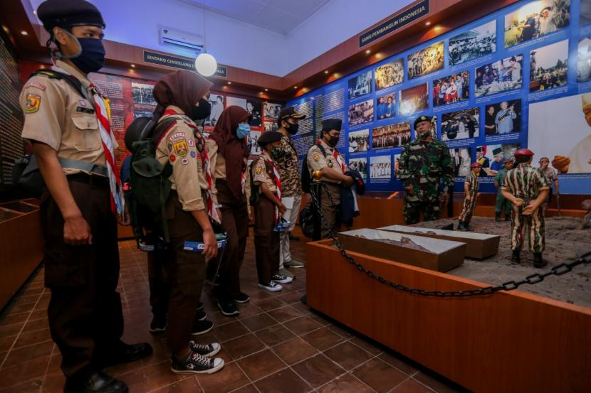 Tiga patung terdiri, Jenderal TNI AH Nasution, Mayjen Soeharto, dan Kolonel Sarwo Edhie Wibowo dihancurkan, dan kini tidak ada lagi di Museum Darma Bakti Kostrad, Jalan Medan Merdeka Timur, Kecamatan Gambir, Jakarta Pusat.
