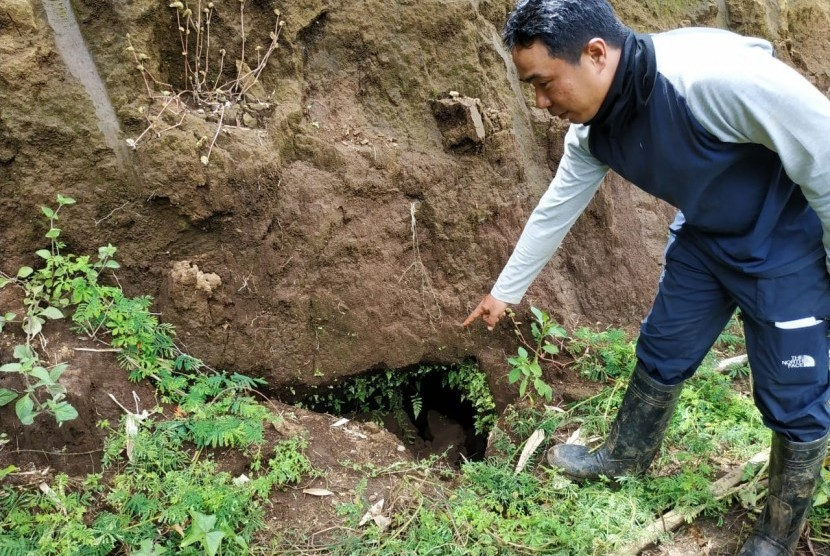Tim Arkeolog Badan Pelestarian Cagar Budaya (BPCB) Trowulan menemukan arung di sekitar situs Desa Sekaran, Sekarpuro, Pakis, Kabupaten  Malang.