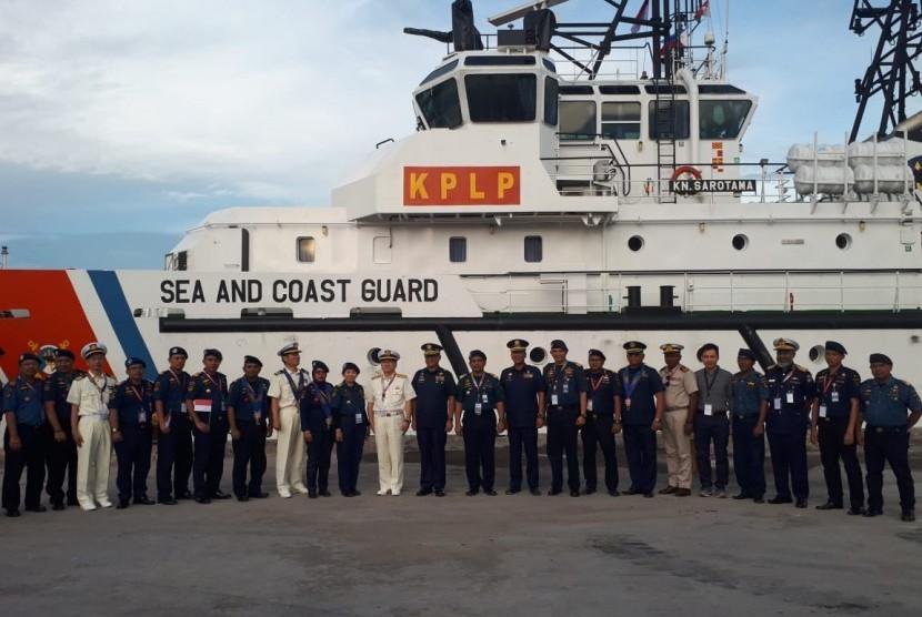 Tim kapal patroli Indonesian Sea and Coast Guard (ISCG)  bergabung dengan tim kapal patroli Philipines Coast Guard (PCG) dan Japan Coast Guard (JCG) dalam kegiatan Latihan Penanggulangan Tumpahan Minyak atau Regional Marine Pollution Exercise (Marpolex) yang akan dilaksanakan pada tanggal 1 hingga 5 Juli 201.