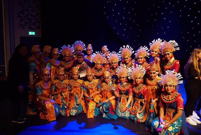Tim kesenian Sekolah Menengah Atas Negeri (SMAN) 28 Jakarta menjadi juara 1, dalam event International Folklore Festival in Amsterdam 2019.