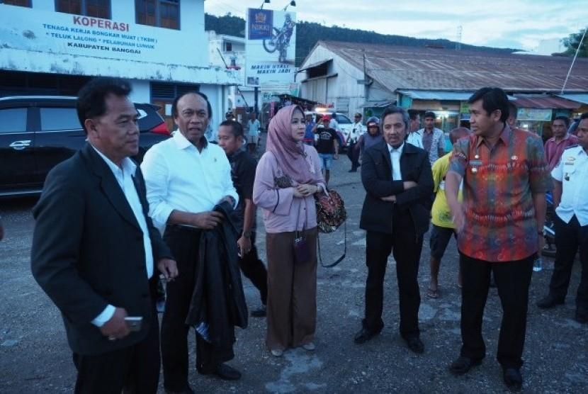 Tim Kunker Komisi V DPR RI melakukan peninjauan ke Pelabuhan Rakyat Luwuk di Kabupaten Banggai, Sulawesi Tengah, Jumat (5/5).