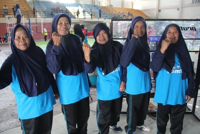 Tim lansia yang ambil bagian dalam Pekan Olahraga Perempuan Fatayat Nu