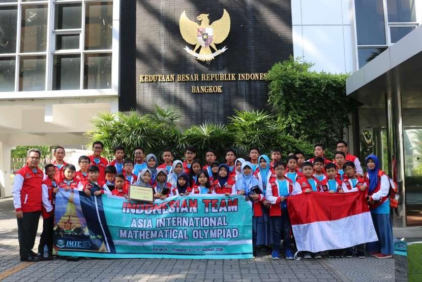 Tim Olimpiade Matematika Ilham Mathematics Training Center (IMTC).
