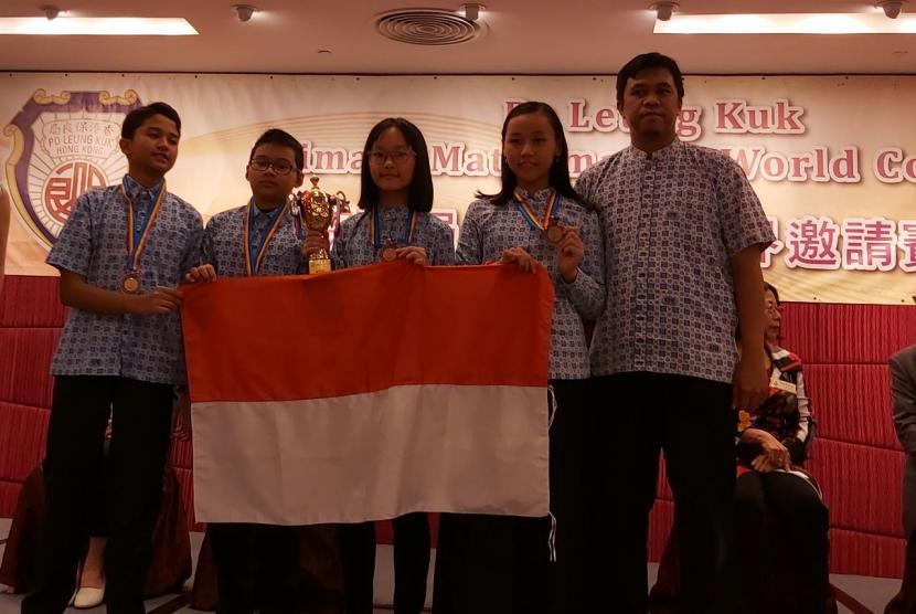 Tim Olimpiade Matematika Klinik Pendidikan MIPA (KPM) Indonesia berhasil mengukir prestasi cemerlang pada ajang Po Leung Kuk 22nd Primary Mathematics World Contest (PMWC).
