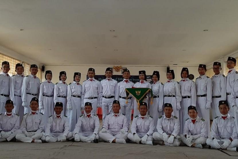 Tim pelaksana upacara peringatan HUT ke-74 RI dari SMA Bosowa Bina Insani.