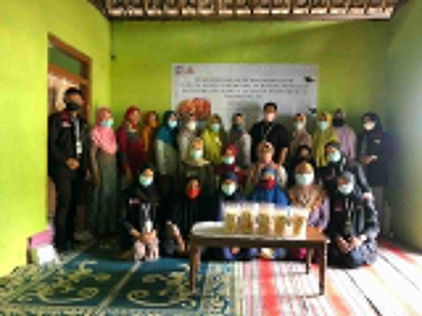 Tim pengabdian Universitas Muhammadiyah Malang (UMM) mengadakan pelatihan produk singkong di Trenggalek, Jatim.