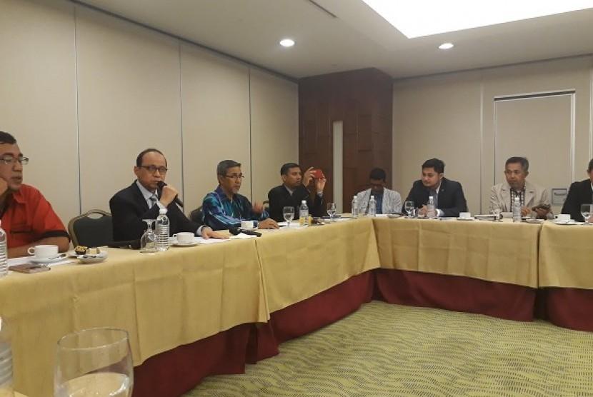 Tim Pengembangan Wisata Halal Kemenpar Riyanto Sofyan mempresentasikan potensi wisata halal di depan para perwakilan travel agent se-Asia Tenggara, Kamis (6/4).