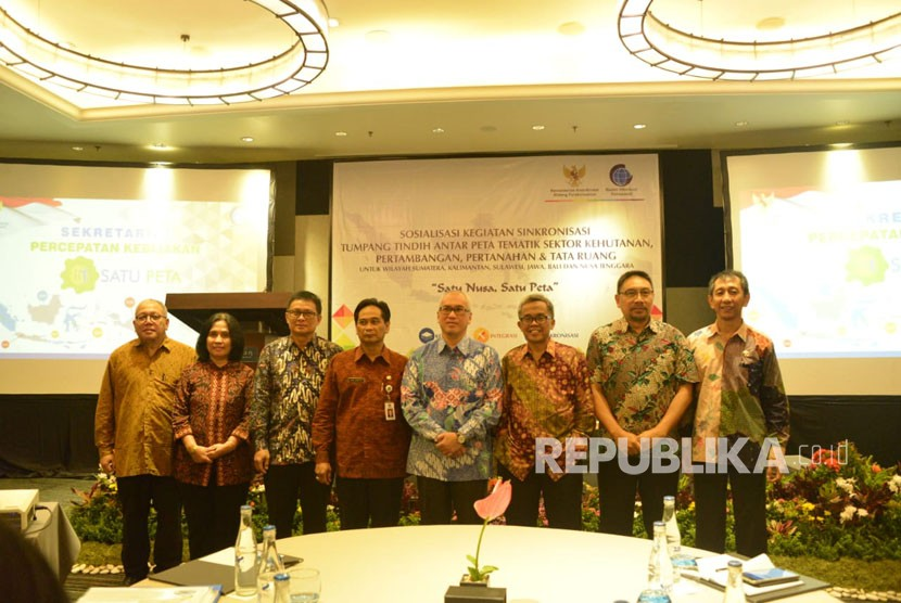 Tim Percepatan Kebijakan Satu Peta (PKSP) menargetkan sinkronisasi tumpang tindih peta tematik sektor kehutanan, pertambangan, pertanahan, dan tata ruang wilayah di Indonesia selesai tahun ini.